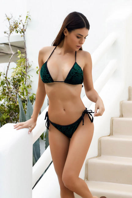 Classic Royalty Emerald Velvet & Black Single Rise Scrunch